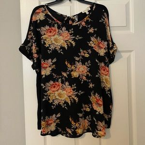 Beautiful bow in back floral blouse size 3X